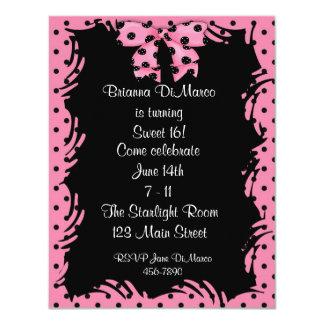 Invitación rosada negra del lunar