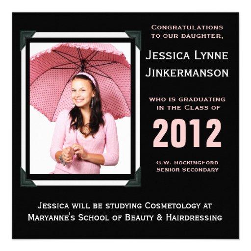 Invitación rosada y negra moderna del graduado de