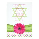 Invitación rosada y verde de Mitzvah del palo de