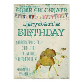 Invitación soñadora del cumpleaños de los camellos invitación 16,5 x 22,2 cm