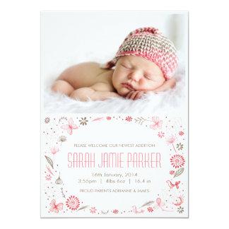 Invitación suavemente floreciente del nacimiento