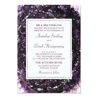 Tarjeta Invitación violeta Amethyst del boda de Geode el |