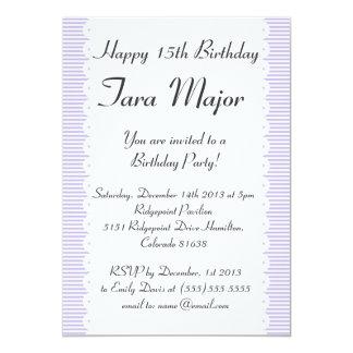 Invitación violeta de la fiesta de cumpleaños de