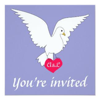 Invitación violeta del boda de la paloma del