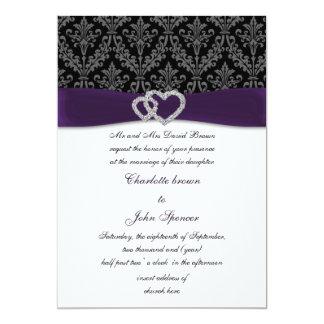 invitación violeta del boda del diamante del