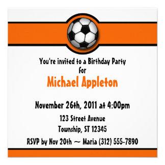 Invitaciones anaranjadas del cumpleaños del balón comunicado personal