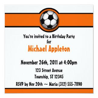 Invitaciones anaranjadas del cumpleaños del balón invitación 13,3 cm x 13,3cm