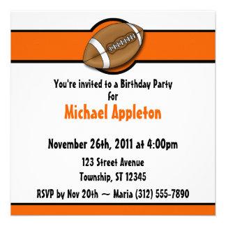 Invitaciones anaranjadas del cumpleaños del fútbol comunicados personales