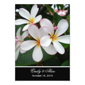 Invitaciones blancas del boda del Plumeria Invitación 12,7 X 17,8 Cm