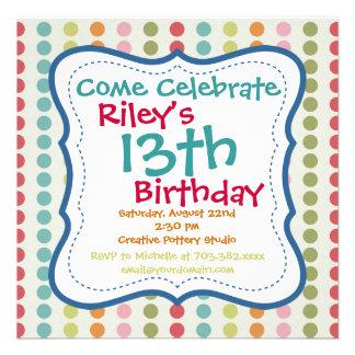Invitaciones coloridas de la fiesta de cumpleaños comunicado