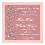 Invitaciones de encargo rosadas oscuras del boda invitación personalizada