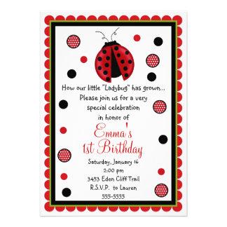 Invitaciones del cumpleaños de la mariquita comunicados personalizados