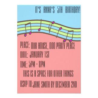 Invitaciones musicales del cumpleaños del chica