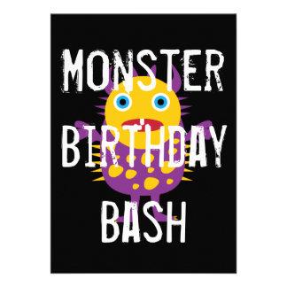Invitaciones negras púrpuras de la fiesta de cumpl invitaciones personalizada