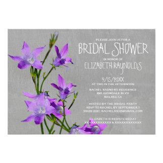 Invitaciones nupciales violetas de la ducha