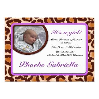 Invitaciones púrpuras del nacimiento del estampado