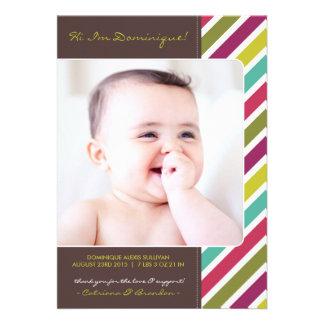 Invitaciones retras coloridas del nacimiento del invitación personalizada