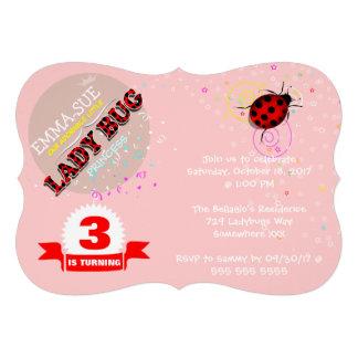 Invitaciones rojas del cumpleaños de la mariquita
