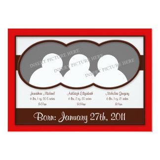 Invitaciones rojas del nacimiento de tríos de invitación 12,7 x 17,8 cm