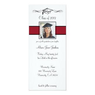 Invitaciones rojas y negras de la graduación de la invitación