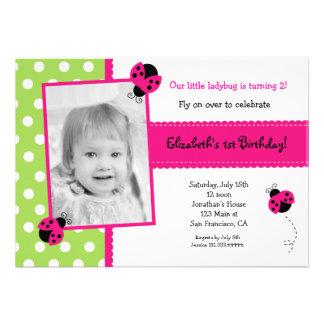 Invitaciones rosadas de la fiesta de cumpleaños de