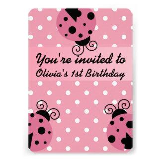 Invitaciones rosadas del cumpleaños de la mariquit comunicado personalizado