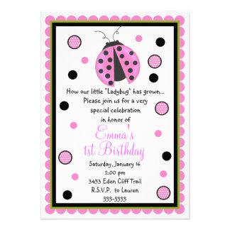 Invitaciones rosadas del cumpleaños de la mariquit