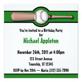 Invitaciones verdes del cumpleaños del béisbol invitación 13,3 cm x 13,3cm