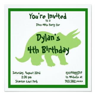 Invitaciones verdes del cumpleaños del dinosaurio invitación 13,3 cm x 13,3cm
