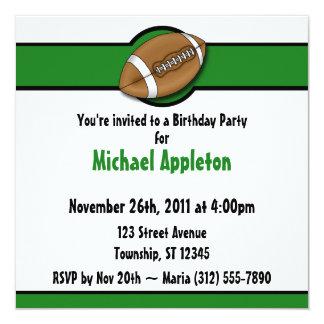 Invitaciones verdes del cumpleaños del fútbol invitación 13,3 cm x 13,3cm