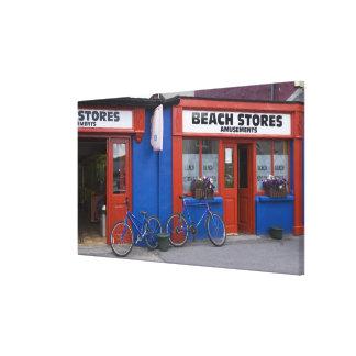 Irlanda, Strandhill. Escaparates con las bicicleta Impresión En Lienzo Estirada