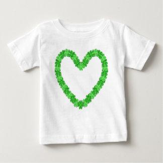 Irlandés en la camiseta del bebé del corazón