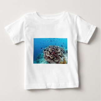 Isla coralina camiseta de bebé