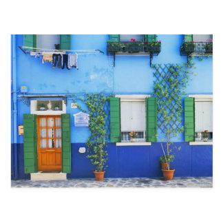 Italia, Burano. Una casa colorida en Burano cerca Postal
