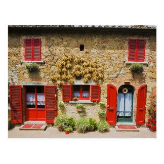 Italia, Lucignano, obturadores rojos y cosecha Postal