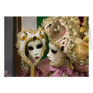 Italia, Venecia, isla de Burano. Mujer vestida Tarjeta