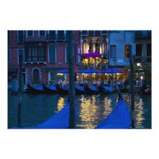 Italia, Venecia, opinión de la noche a lo largo de Impresiones Fotograficas