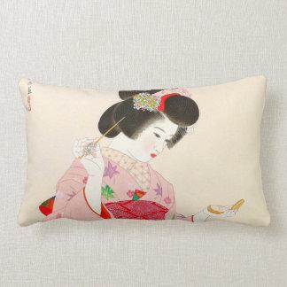 Ito Shinsui compone a la señora japonesa del Cojín Lumbar