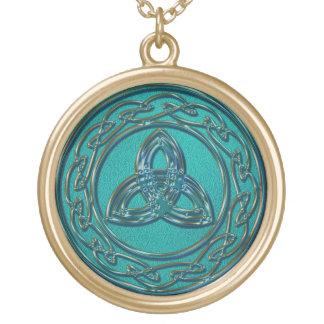Jade y nudo céltico de la rueda y de la trinidad collar dorado