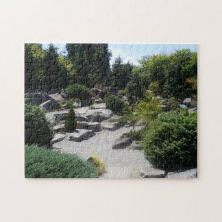 Jardín de rocas y del rompecabezas de los árboles