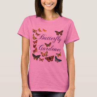 Jardinero de la mariposa que dice con la camiseta