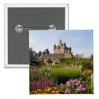 Jardines hermosos y castillo famoso en Escocia Pin