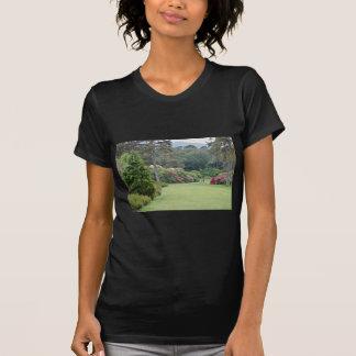 Jardines rojos de la casa de Muckross, flores de I Camiseta