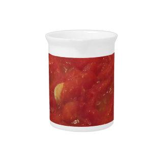 Jarra Cocinar la salsa de tomate hecha en casa usando