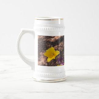 Jarra De Cerveza Tipo amarillo flores del tulipán de la primavera