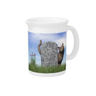 Jarra Para Bebidas Gato triste cerca de la piedra sepulcral