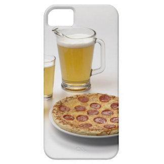Jarra y dos pintas de cerveza al lado de los iPhone 5 Case-Mate coberturas