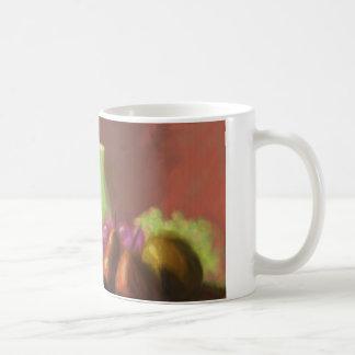 Jarro con la fruta taza de café