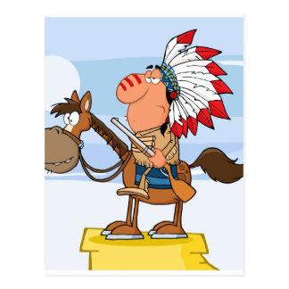 Jefe indio con el arma en caballo tarjetas postales