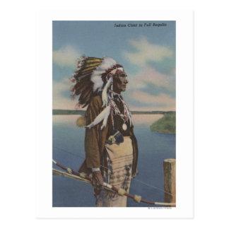 Jefe indio del noroeste en regalía llena postales